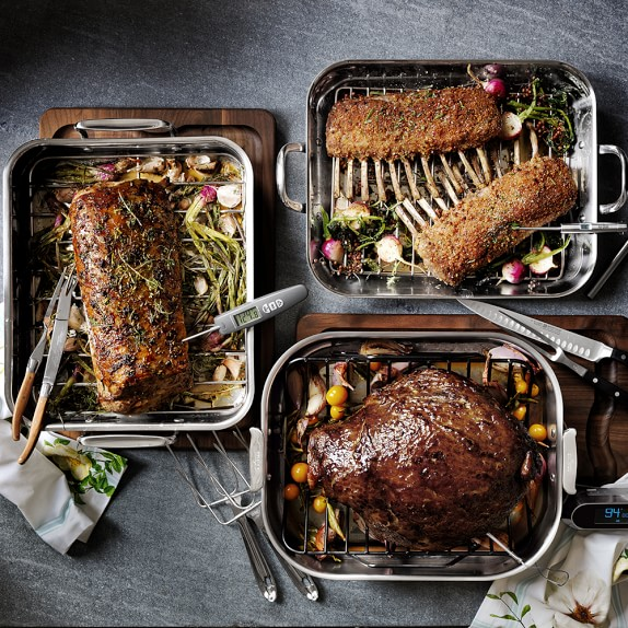 """All-Clad Outdoor Roaster.16/"""" x 12/"""" x 1 1//2/""""  with All-clad Oven Mitts"""