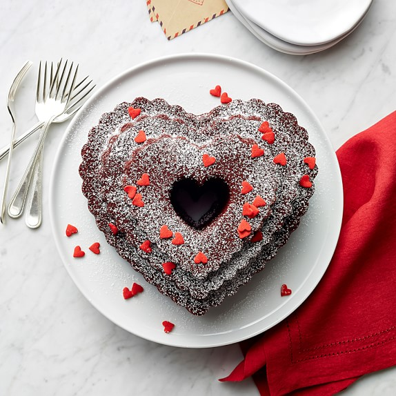 CRATE /& BARREL HEARTS CAKE PAN WILLIAMS-SONOMA NORDIC WARE HEART BUNDT PAN
