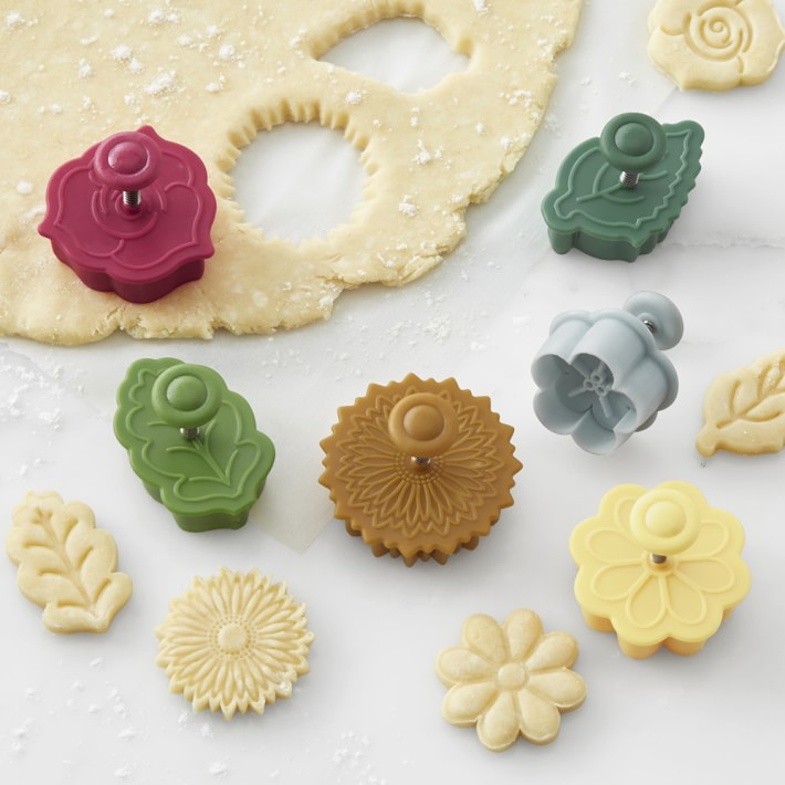 My family pies 90 day discount Williams Sonoma Floral Pie Crust Cutters Set Of 6 Baking Tools Williams Sonoma